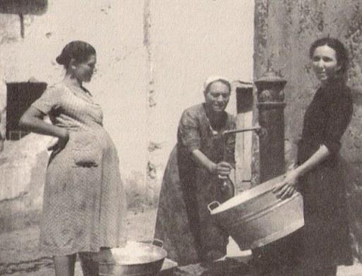 donne alla fontanella